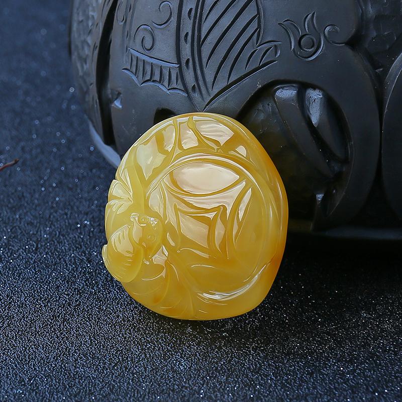 鸡油黄蜜蜡福在眼前吊坠