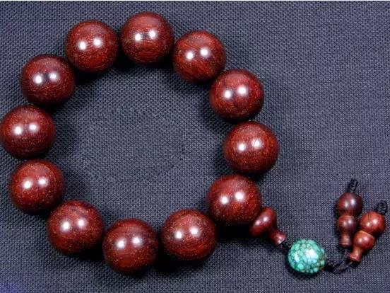 最受欢迎:十一种红木佛珠手串佩戴意义