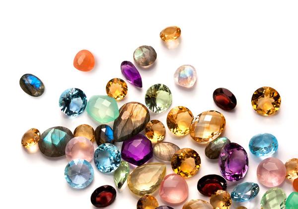 """蓝宝石一定是蓝色吗?人家背后有个""""彩虹世界""""!"""