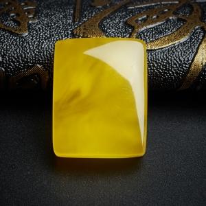 鸡油黄金绞蜜无事牌吊坠