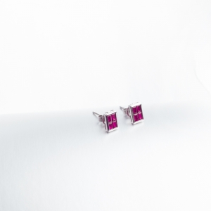 18K金镶钻红宝石耳钉