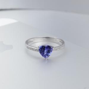 18K金镶钻坦桑石戒指