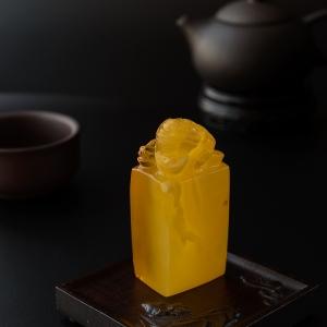 满蜜鸡油黄蜜蜡三足金蟾印章