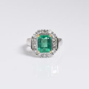 18K白金鑲鉆鮮綠祖母綠刻面戒指