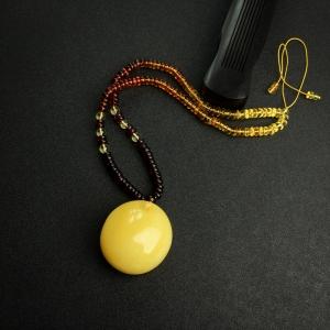 鸡油黄蜜蜡平安扣项链
