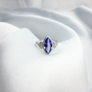 18K镶坦桑石戒指