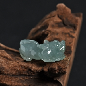糯种灰绿翡翠貔貅吊坠