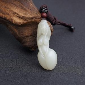 新疆和田青白玉籽料美女吊坠