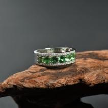 18K镶钻沙弗莱戒指
