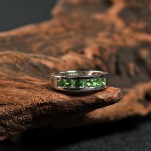 18K镶沙弗莱戒指