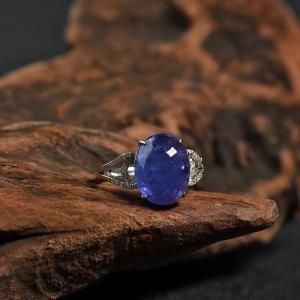 18K镶钻坦桑石素面椭圆戒指