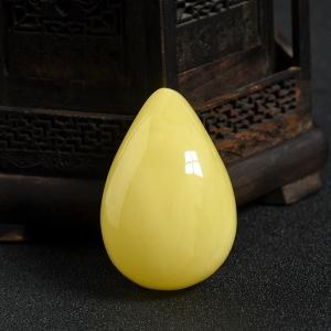 鸡油黄蜜蜡水滴吊坠
