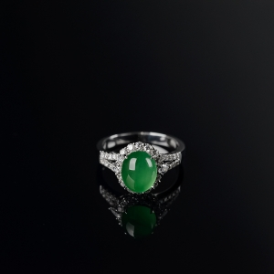 18K金镶钻冰种阳绿翡翠戒指
