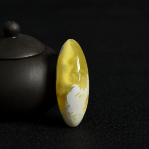 白花蜜蜜蜡随形吊坠