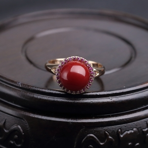 18K金镶钻阿卡深红珊瑚戒指