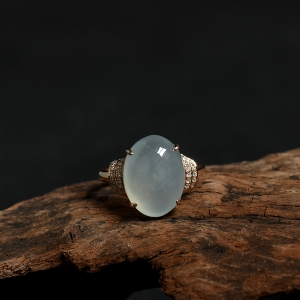 18K金镶钻糯冰种翡翠随形戒指