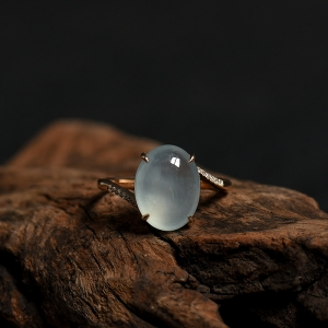 18K金鑲鉆糯冰種翡翠隨形戒指