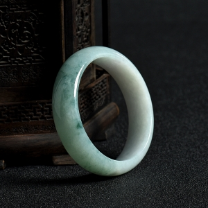 58mm糯種飄花翡翠手鐲