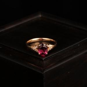 18k紫红色碧玺戒指