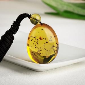 金珀虫卵随形吊坠