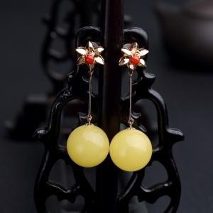 18K金镶鸡油黄蜜蜡圆珠耳坠