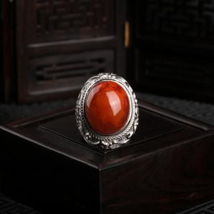 银镶火焰纹南红戒指