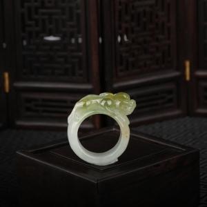 糯冰种俏色翡翠貔貅戒指