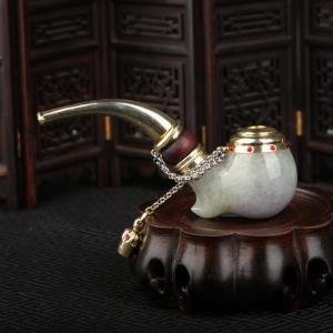 豆种俏色翡翠烟斗