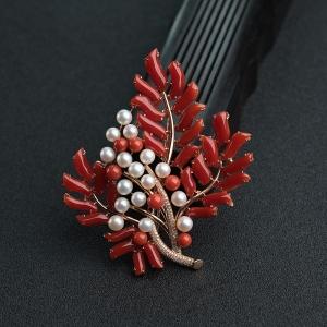 18K金鑲鉆阿卡正紅珊瑚楓葉胸針