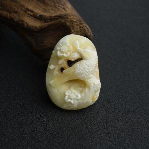 带皮象牙白白蜜喜上眉梢吊坠