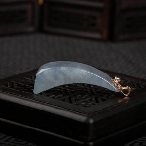 18K糯冰种翡翠随形吊坠