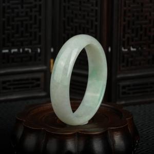 53.5mm豆种飘翠翡翠贵妃镯