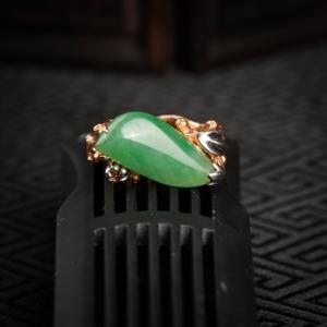 18K糯冰种翠绿翡翠随形戒指