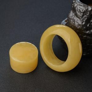 61.5mm鸡油黄蜜蜡平安镯
