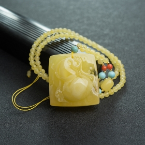 鸡油黄蜜蜡葫芦项链