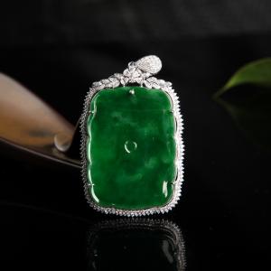 18k糯种深绿翡翠和和美美吊坠