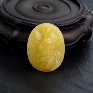 鸡油黄蜜蜡花吊坠