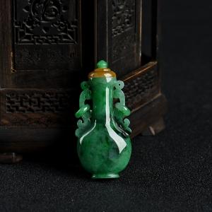 豆种翠绿翡翠鼻烟壶摆件