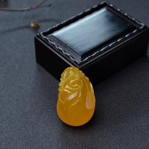 鸡油黄蜜蜡钱袋吊坠