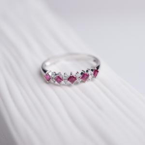 18K金镶钻红宝石戒指