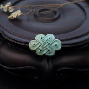 高瓷铁线俏色绿松石中国结背云