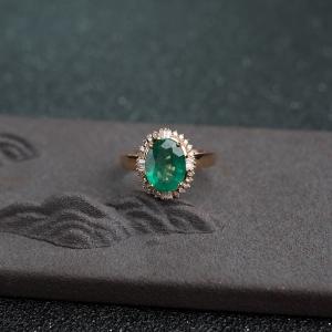 18K金镶钻鲜绿祖母绿戒指