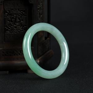58mm糯種蘋果綠翡翠圓鐲