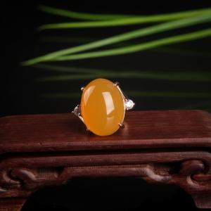 银镶山料鸡油黄黄龙玉戒指