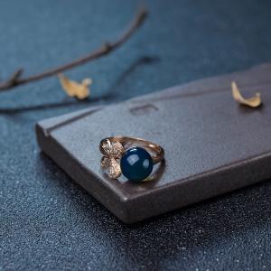 18K金镶钻净水天空蓝多米蓝珀戒指