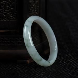57.5mm糯种飘花翡翠贵妃镯