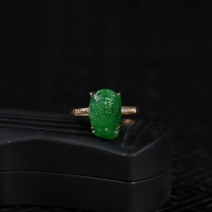 18k糯种翠绿翡翠金蟾戒指