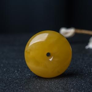 鸡油黄蜜蜡平安扣吊坠