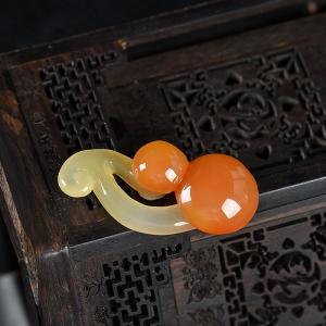 山料俏色黄龙玉蘑菇吊坠
