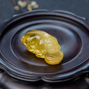 帶皮雞油黃金絞蜜貔貅吊墜